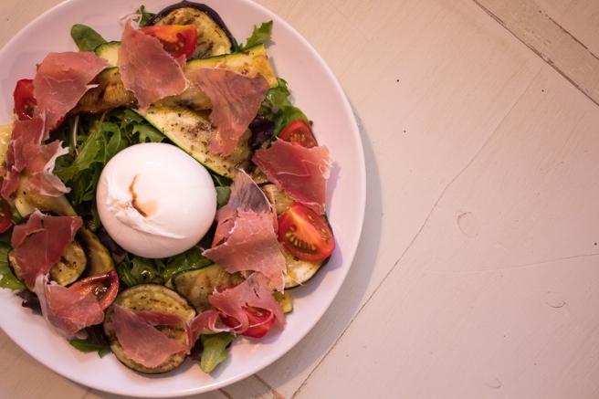 salade van gegrilde groenten met burrata