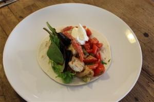 wraps met gemarineerde kip en tomatensalsa