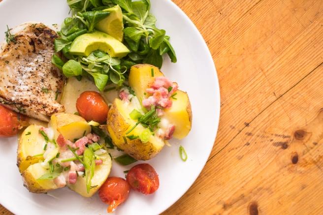 aardappels uit de oven met mozzarella en spekjes