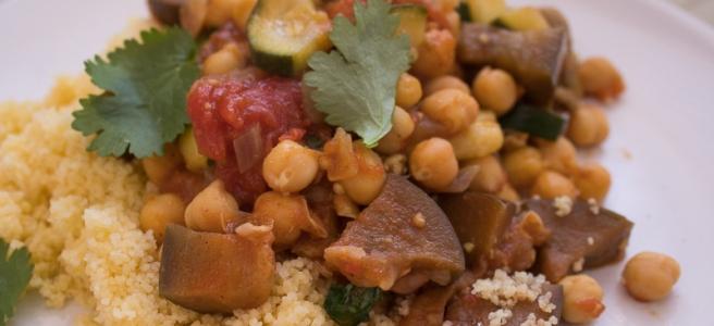 Stoofpotje met ras el hanout kip en diverse groenten.