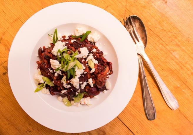 parelgort risotto met rode biet